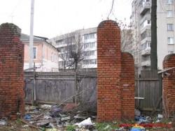 Ворота и калитка уже исчезли.   Фото Ноябрь 2012 г.