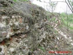 Фрагменты основания монастырской стены. Фото 2011г.