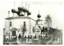 Некрополь Желтикова монастыря. Фото из коллекции ТГОМ.