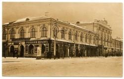 Здание Гостиного двора после реконструкции в 1888 году. Старинная открытка.