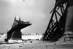 Взорванный Волжский мост через Волгу