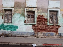 Фрагмент стены главного дома городской усадьбы. Фото 2006 года