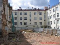 К строительству торгово-офисного центра все готово. Фото июнь 2011 года