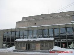Здание киноконцертного зала, вид со стороны ул. Рыбацкой. Фото 2011 года.