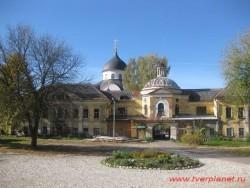 В Твери открылась выставка-ярмарка у Христорождественского монастыря