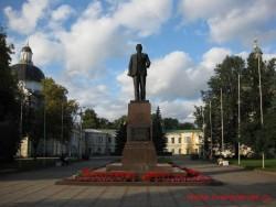 Памятник Калинину в центре Твери