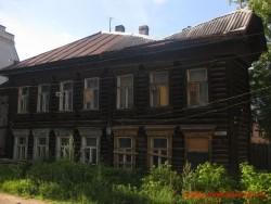 Двухэтажный дом в Твери на улице Никитина