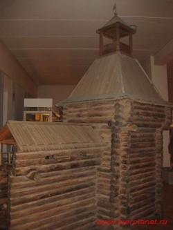 Макет башни и части стены Тверского Кремля